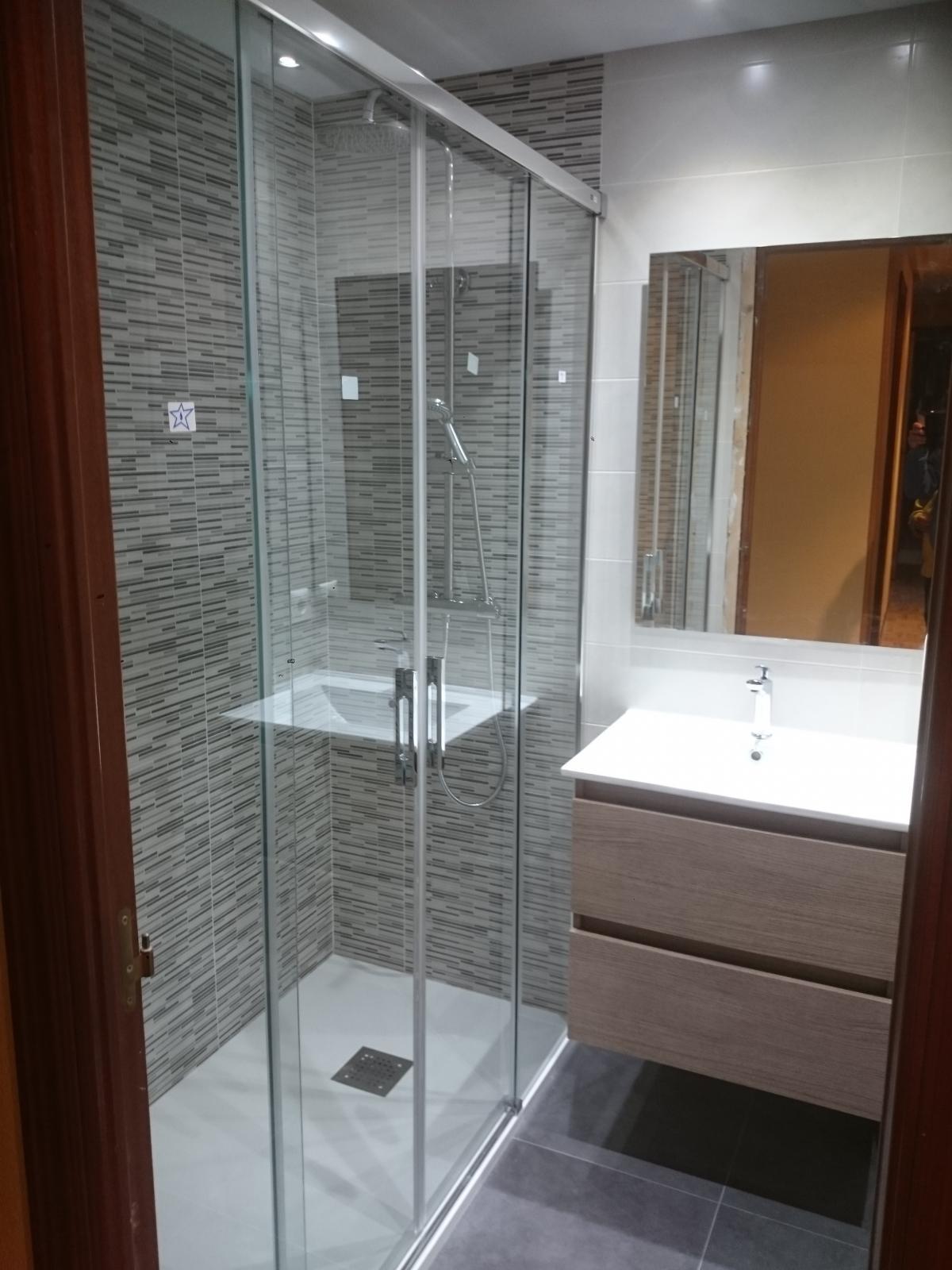 Construcciones Adrian: Reforma integral de cuarto de baño